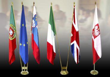Flagi na masztach gabinetowych
